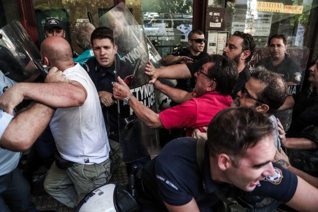 Το ΚΚΕ καταγγέλλει την επίθεση της αστυνομίας σε κινητοποίηση εναντίον πλειστηριασμού | tovima.gr