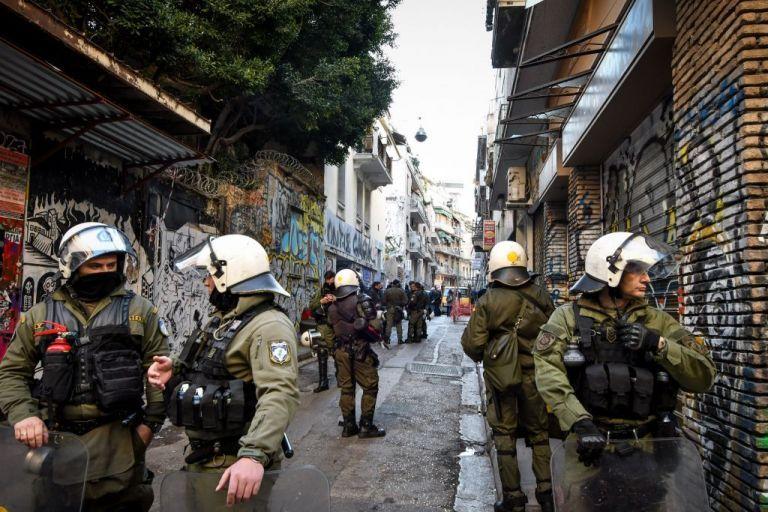 Αστυνομική επιχείρηση σε υπό κατάληψη κτίριο στην Αχαρνών | tovima.gr