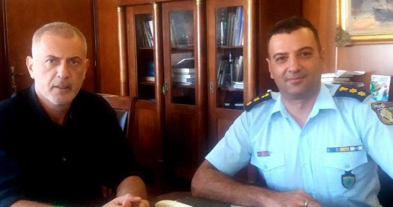 Συνάντηση Μώραλη με τον Διοικητή της Τροχαίας Πειραιά | tovima.gr
