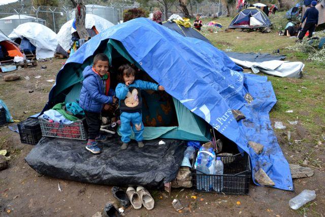 Πρόσφυγες: «Τρωκτικά» και στα κονδύλια για τη μεταφορά και στέγαση | tovima.gr