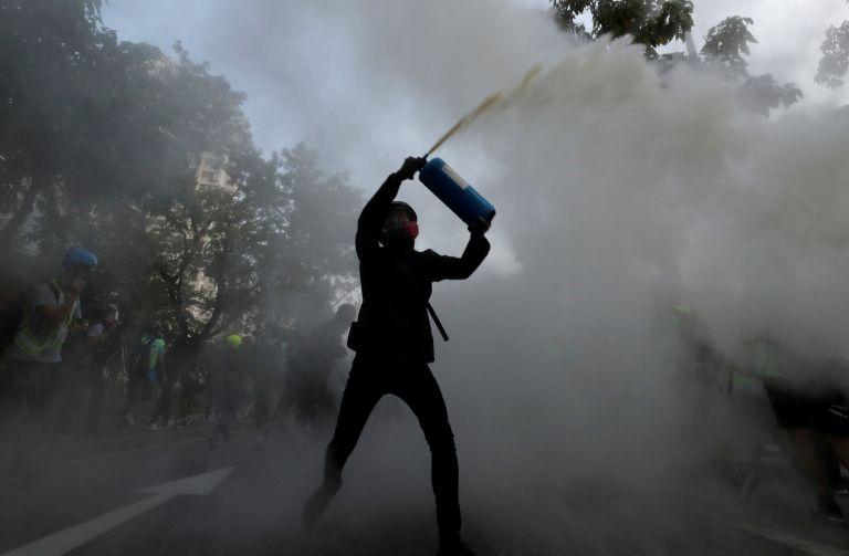 Χονγκ Κονγκ: Δακρυγόνα και μολότοφ σε αντικυβερνητική διαδήλωση | tovima.gr