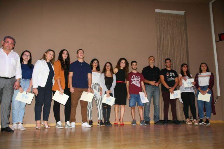Ο δήμος Πειραιά τίμησε τους μαθητές της πόλης που πέρασαν στο πανεπιστήμιο | tovima.gr