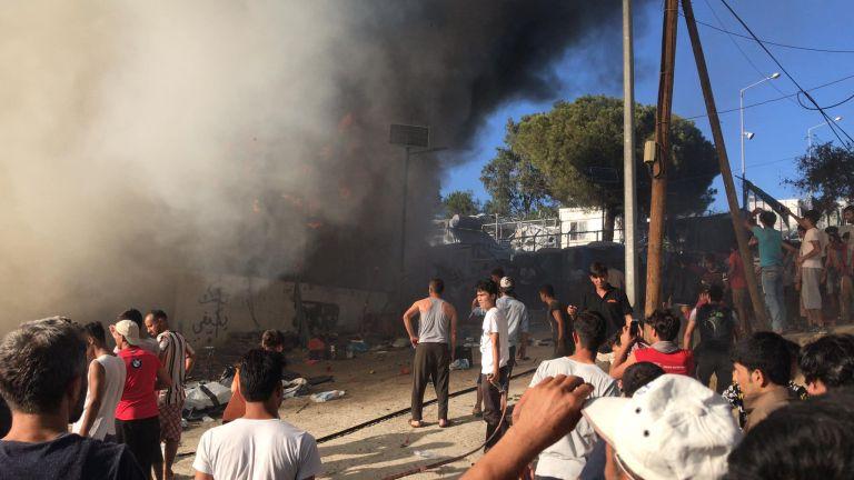 Μόρια: Φωτιά στον καταυλισμό των προσφύγων  – Πληροφορίες για νεκρή | tovima.gr