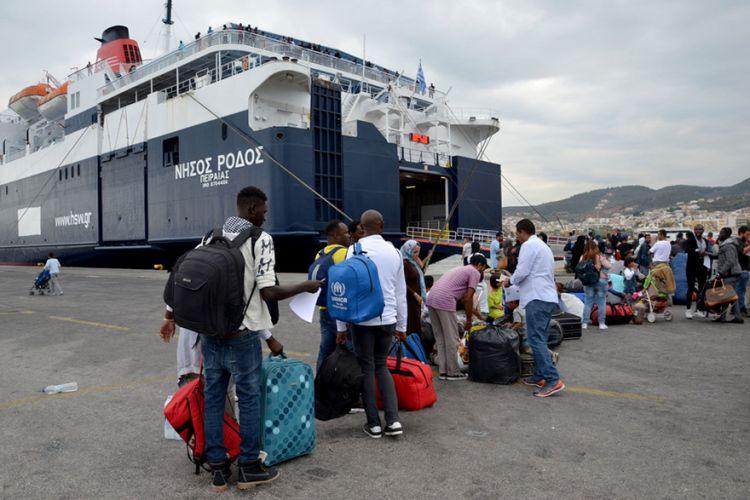 Μόρια : Για Πειραιά αναχωρούν 200 πρόσφυγες | tovima.gr