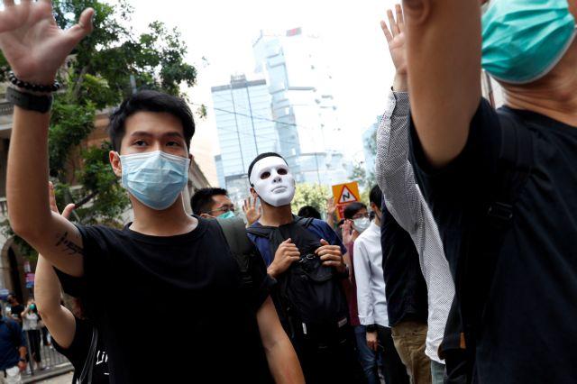 Χονγκ Κονγκ : Την απαγόρευση μάσκας σε διαδηλώσεις επαναφέρει παλιός νόμος | tovima.gr