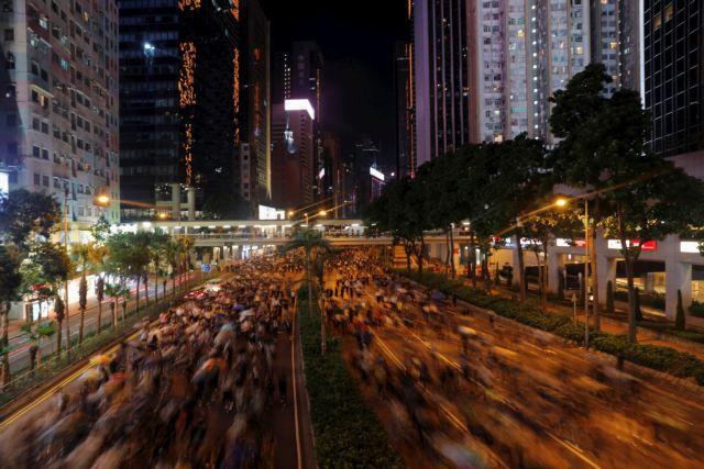 Χονγκ Κονγκ : Νύχτα βίαιων επεισοδίων – σε κρίσιμη κατάσταση 14χρονος διαδηλωτής   tovima.gr