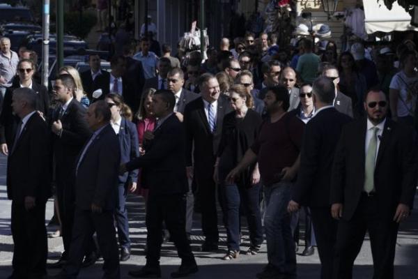 Η βόλτα του ζεύγους Πομπέο «γέμισε» με πράκτορες την Αθήνα | tovima.gr
