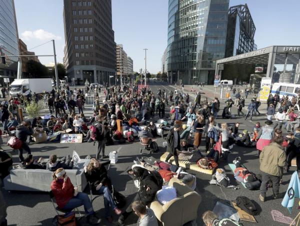 Διαδηλώσεις για το κλίμα σε όλο τον πλανήτη από σήμερα : Παρέλυσε το Βερολίνο | tovima.gr