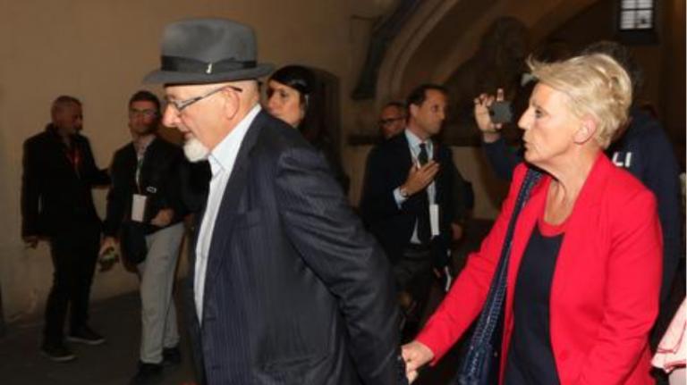 Ιταλία : Καταδικάστηκαν για πλαστά τιμολόγια οι γονείς του Ματέο Ρέντσι   tovima.gr