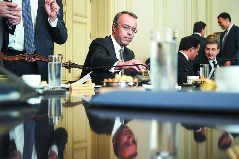 Προϋπολογισμός 2020 : Τι μας δίνει, τι μας παίρνει και τι κόβει | tovima.gr