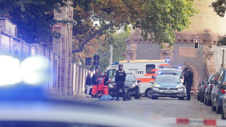 Συναγερμός στη Γερμανία : Πυροβολισμοί με νεκρούς σε συναγωγή | tovima.gr