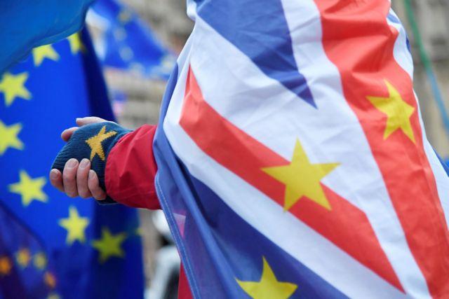 Δύο εκατ. πολίτες της ΕΕ θέλουν να μείνουν Βρετανία και μετά το Brexit   tovima.gr