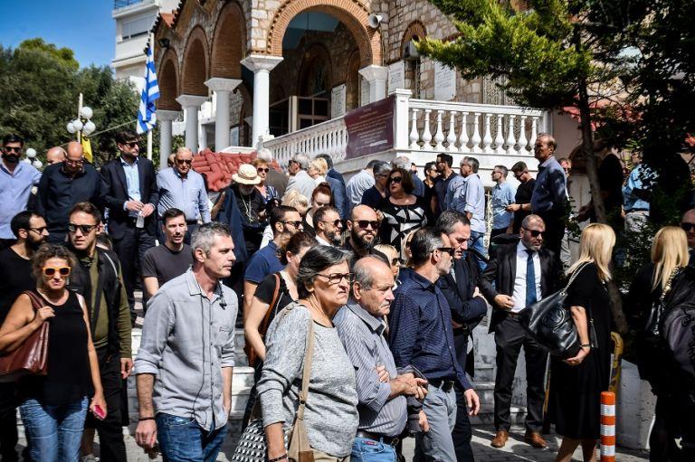 Κώστας Καίσαρης : Ποιοι βρέθηκαν στο τελευταίο «αντίο» | tovima.gr