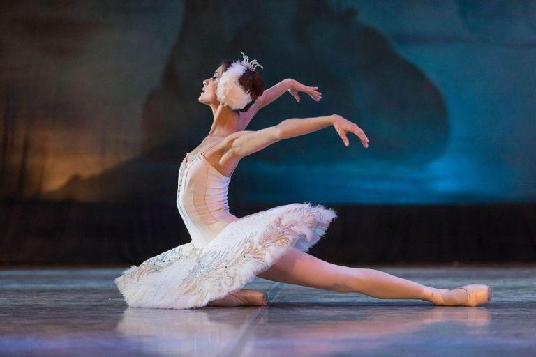 Δημοτικό Θέατρο Πειραιά: H πρώτη μπαλαρίνα της «Λίμνης των κύκνων» μιλάει αποκλειστικά στο in.gr | tovima.gr