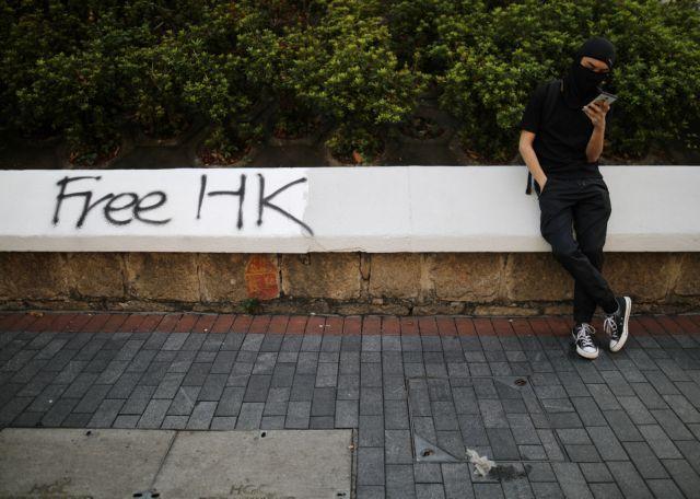 Διαδηλώσεων συνέχεια στο Χονγκ Κονγκ : Καθιστική διαμαρτυρία ηλικιωμένων και πάρτι με μάσκες | tovima.gr