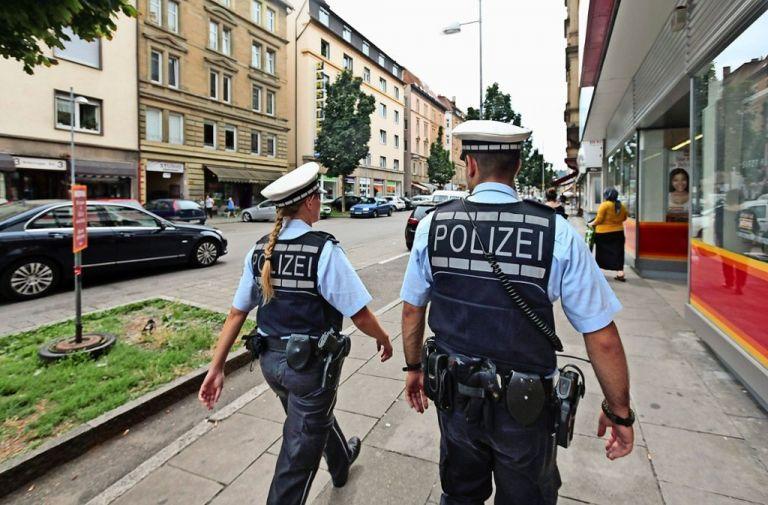 Γερμανία: Τρεις τραυματίες από επίθεση με μαχαίρι | tovima.gr