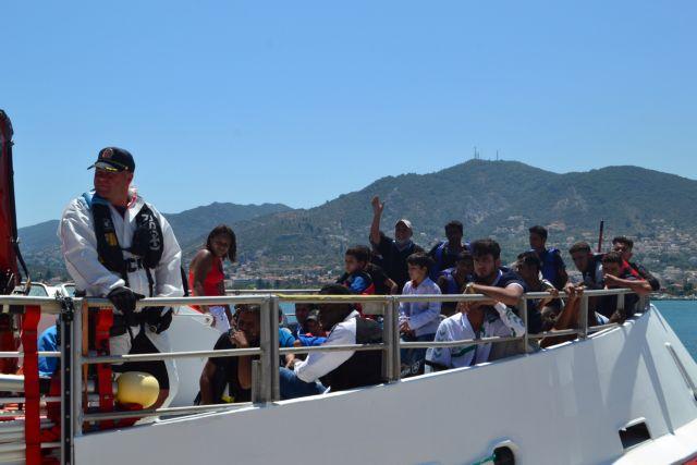 Ανησυχία για αύξηση προσφυγικών ροών – «Είμαστε προετοιμασμένοι», λέει ο Κουμουτσάκος