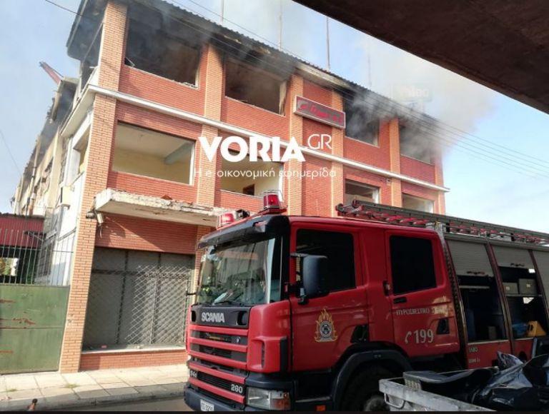 Θεσσαλονίκη : Μεγάλη πυρκαγιά σε αποθήκη | tovima.gr