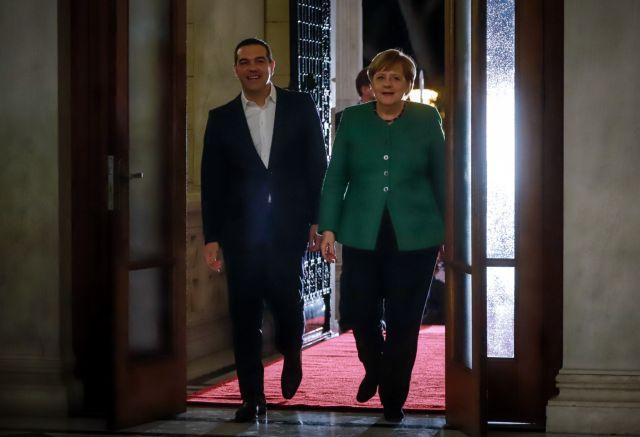 FT : Η ατάκα της Μέρκελ που έκανε τον Τσίπρα να χλομιάσει | tovima.gr