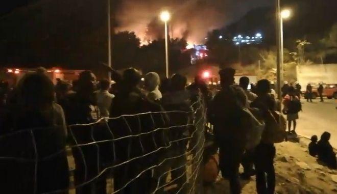Σάμος: Συμπλοκές με τραυματισμούς μεταξύ μεταναστών – Φωτιά στο κέντρο υποδοχής | tovima.gr