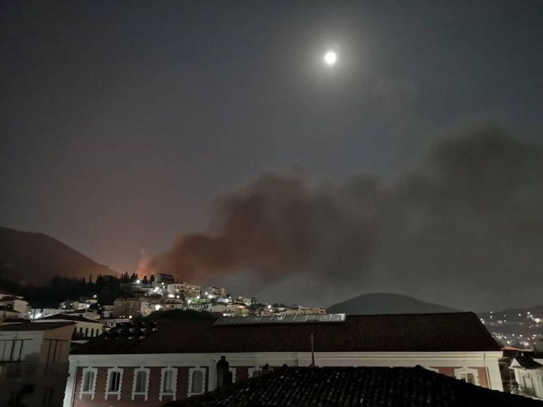 Σάμος : Άγρια επεισόδια μεταξύ Σύρων-Αφγανών – Συγκρούσεις, φωτιές και τραυματίες   tovima.gr