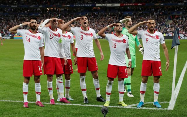 Ο Ατζούν Ιλιτζαλί συνεχάρη τους τούρκους ποδοσφαιριστές για τον στρατιωτικό χαιρετισμό   tovima.gr