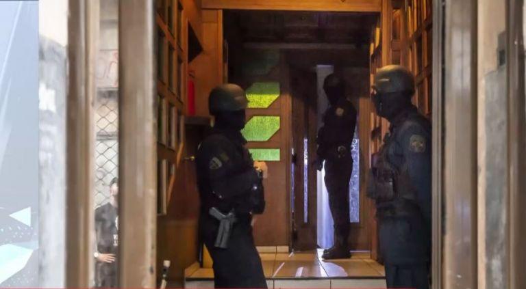 Διπλή επιχείρηση εκκένωσης υπό κατάληψη κτηρίων στα Εξάρχεια   tovima.gr