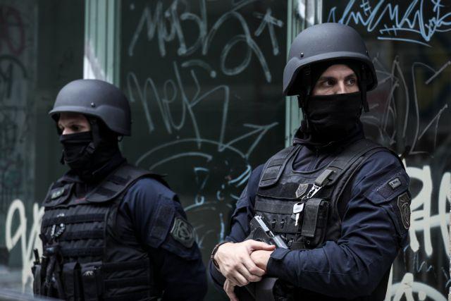 Εξάρχεια: Εφοδος της Δίωξης Ναρκωτικών σε διαμέρισμα | tovima.gr