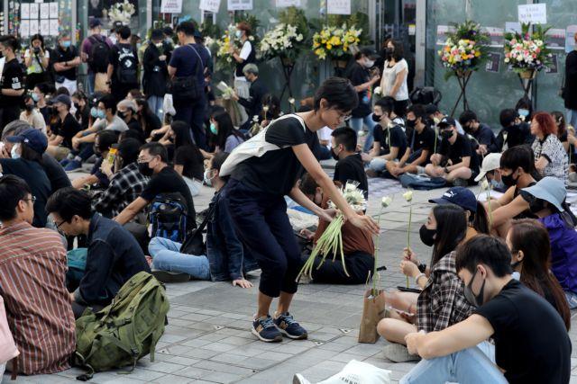 Χονγκ Κονγκ : Συνεχίζονται οι διαμαρτυρίες μέσα και έξω από τη Βουλή   tovima.gr