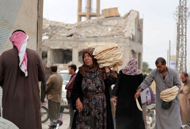 Συριακό Παρατηρητήριο : 300.000 εκτοπισμένοι από την τουρκική εισβολή | tovima.gr