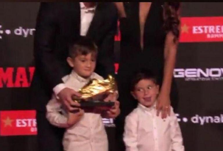 Λιονέλ Μέσι : Ο δεύτερος γιος του Μέσι έστησε σόου στην απονομή του «Χρυσού Παπουτσιού»   tovima.gr