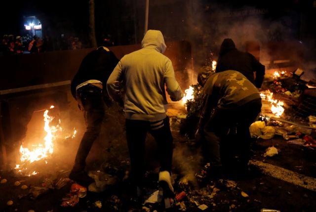 Καταλονία: Στους δρόμους παραμένουν χιλιάδες αυτονομιστές | tovima.gr