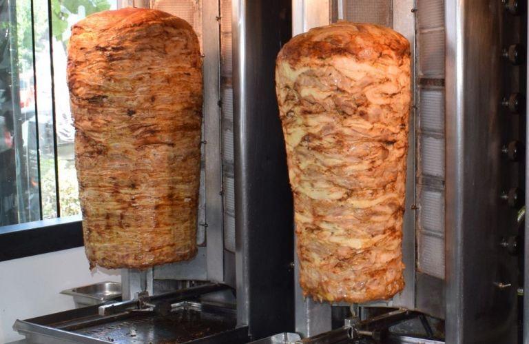 Πειραιάς : Βρήκαν και κατέσχεσαν 250 κιλά γύρου κοτόπουλου λόγω σαλμονέλας | tovima.gr