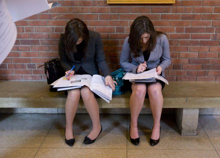 Η ανεργία είναι… γένους θηλυκού – Τι δείχνουν τα νέα στοιχεία του ΟΑΕΔ | tovima.gr