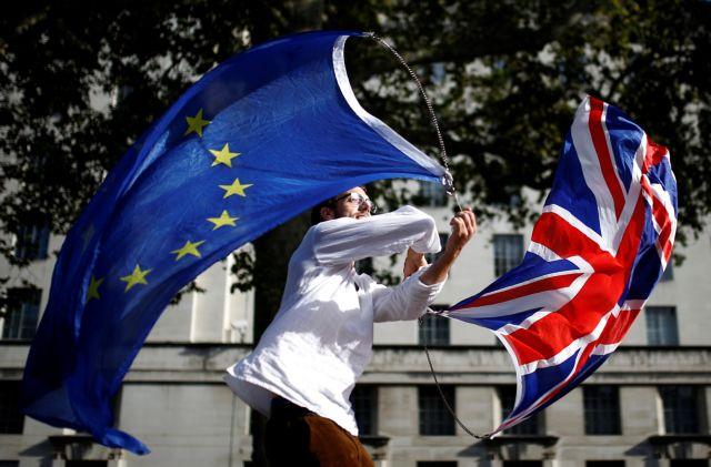 Brexit : Στις Βρυξέλλες το «μπαλάκι» για την αναβολή – Πόσο θα διαρκέσει; | tovima.gr