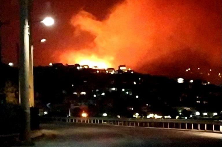 Πόρτο Ράφτη : Υπό μερικό έλεγχο η πυρκαγιά – Εκκενώθηκαν σπίτια | tovima.gr