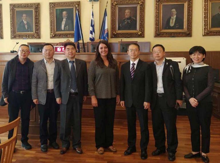 Αντιπροσωπεία από το Ανχουέι της Κίνας στο δημαρχείο Πειραιά | tovima.gr