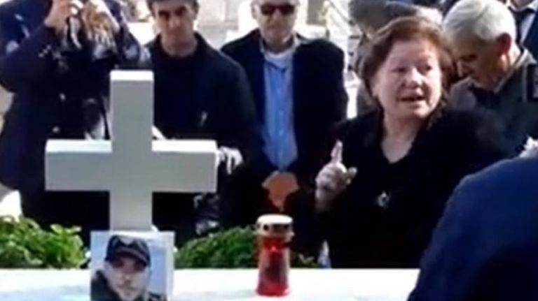 Οδύνη αλλά και οργής στο ετήσιο μνημόσυνο του Κωνσταντίνου Κατσίφα   tovima.gr
