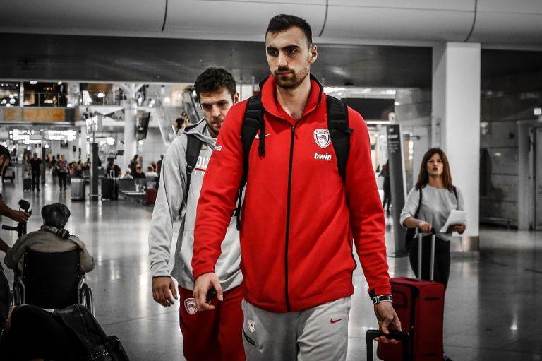 «Κλικ» από την αναχώρηση του Ολυμπιακού | tovima.gr