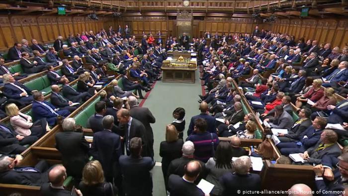 Λονδίνο: Θα περάσει η κυβερνητική πρόταση για πρόωρες εκλογές; | tovima.gr