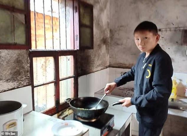 Ένας 34χρονος ζει «παγιδευμένος» σε σώμα παιδιού | tovima.gr