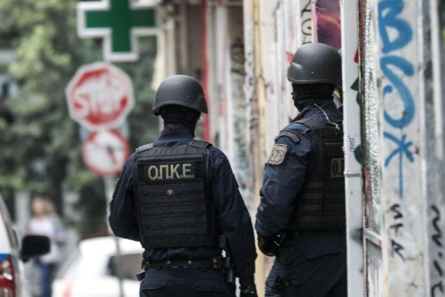 Εξάρχεια : Ένταση μεταξύ αντιεξουσιαστών και αστυνομικών – Μολότοφ και δακρυγόνα | tovima.gr