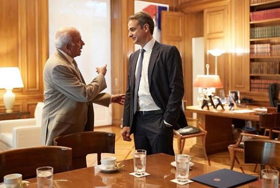 Αυτός ο Έλληνας σχεδιαστής ντύνει τον πρωθυπουργό   tovima.gr