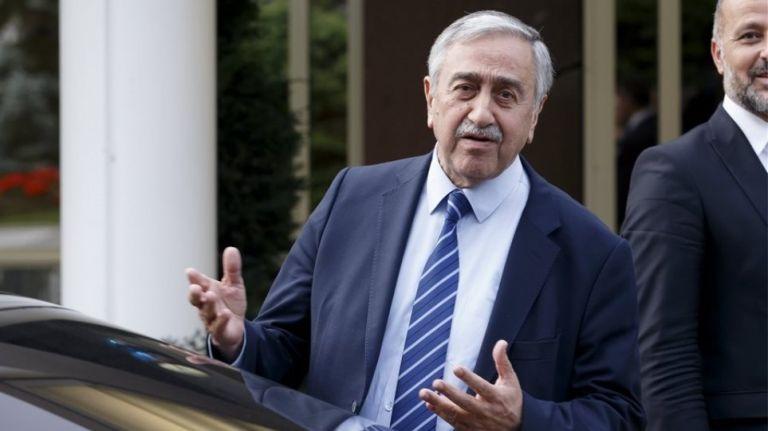 Κυπριακό : Μηνύματα Ακιντζί προς Αναστασιάδη και ΟΗΕ για τριμερή | tovima.gr