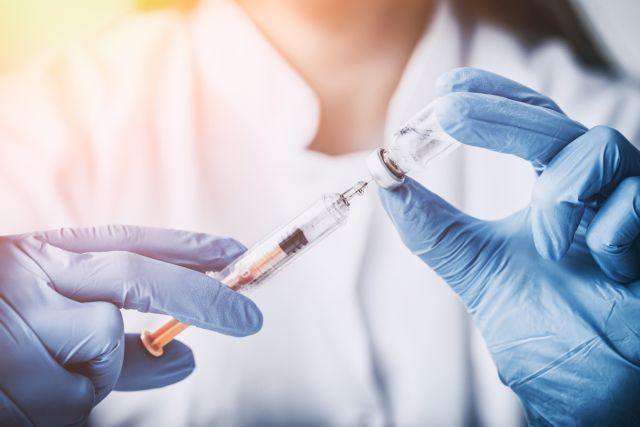 «Εμβολιάζομαι. Ζω χωρίς το φόβο» : Εκστρατεία για τον εμβολιασμό ενηλίκων | tovima.gr