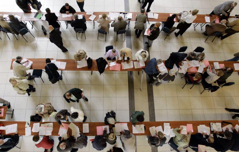 Γραφειοκρατία : Ενα ακόμη βήμα για την καταπολέμηση – Ξεκινά η ταυτοποίηση πολιτών | tovima.gr