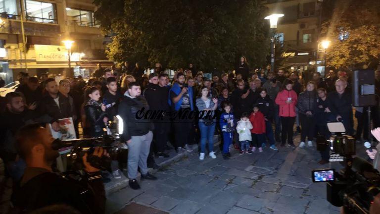 Νάουσα : Διαμαρτυρία κατοίκων κατά προσφύγων και μεταναστών | tovima.gr