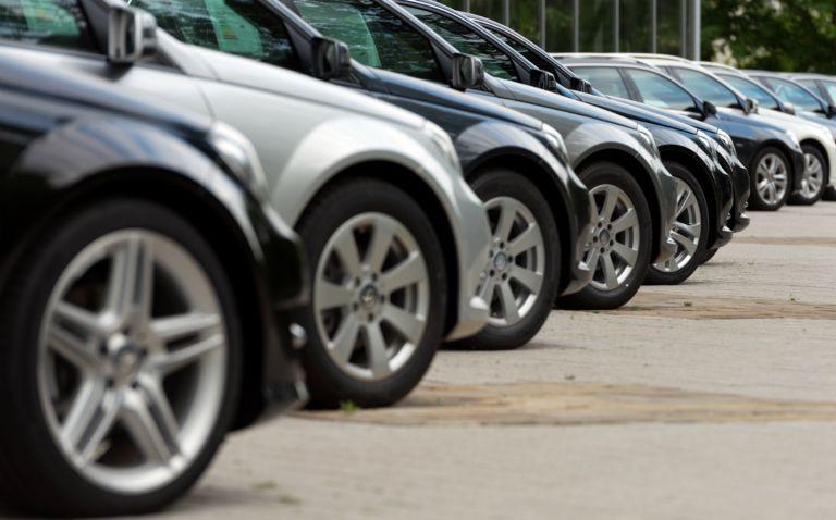 Αυτοκίνητα : Αλλαγές φέρνουν τα πάνω κάτω – Τι θα συμβεί με τα τέλη κυκλοφορίας | tovima.gr