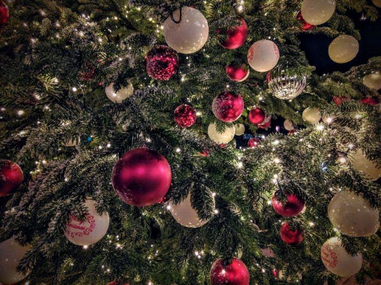Πού φωταγωγείται το πρώτο χριστουγεννιάτικο δέντρο στην Ελλάδα | tovima.gr