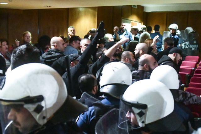 Δίκη Χρυσής Αυγής: Ναζιστικοί χαιρετισμοί στο Εφετείο | tovima.gr
